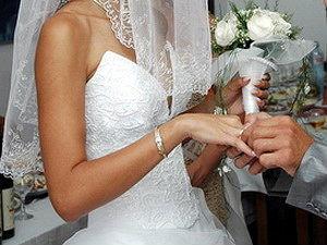В области стало меньше браков