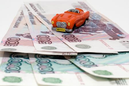 Тольяттинцам приходится копить на машину 13 месяцев