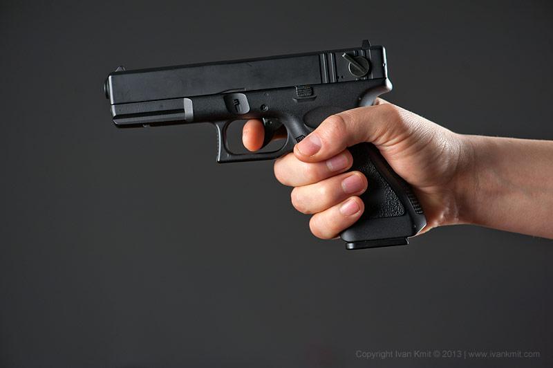 В Тольятти клиент с пистолетом отобрал у таксиста машину
