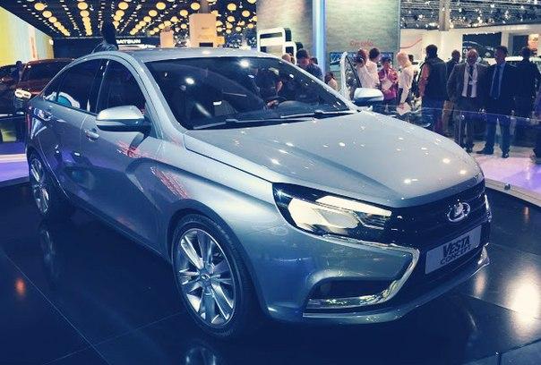 В автосалонах отмечают резкий рост продаж LADA Vesta
