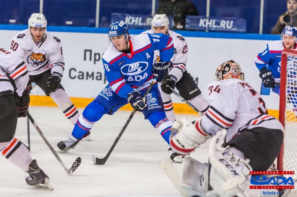 Хоккейная «Лада» меняет свой фирменный стиль