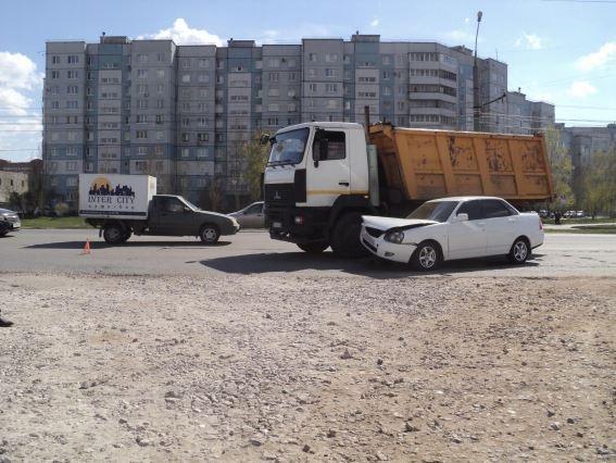 В Тольятти водитель МАЗа спровоцировал аварию. Есть один пострадавший