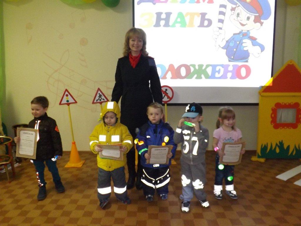 Маленькие тольяттинцы приняли участие в дефиле «Стань заметнее в темноте!»