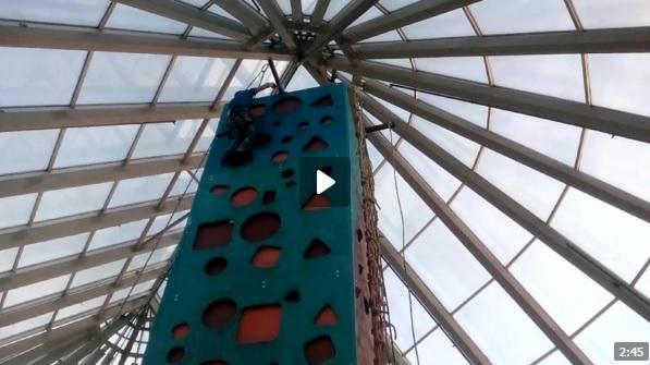 В Тольятти 9-летний ребенок едва не упал со скалодрома
