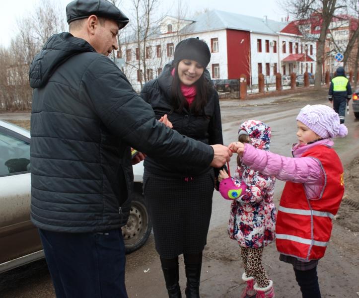 Госавтоинспекторы Жигулевска вместе с детьми провели акцию «Время добрых дел»