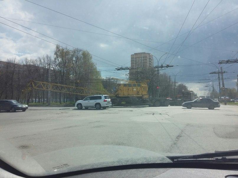 В Тольятти кран снес троллейбусные линии