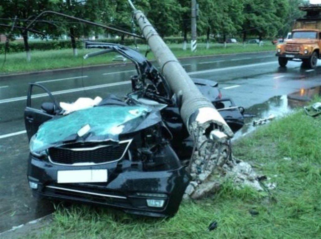 В Тольятти неопытный водитель врезался в столб