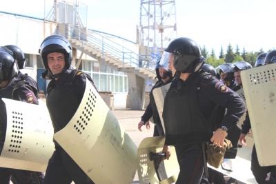 В Тольятти полицейские учились пресекать беспорядки