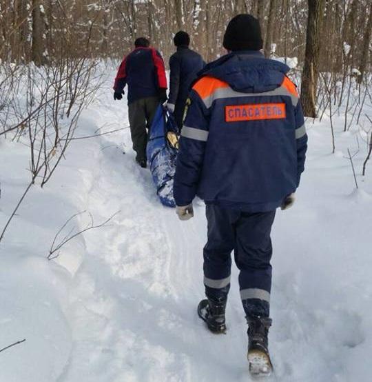 Два тольяттинских школьника помогли спасателям в эвакуации пострадавшей женщины из леса