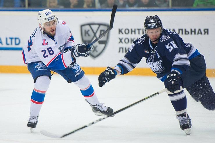 Хоккейная «Лада» проиграла в Нижнекамске