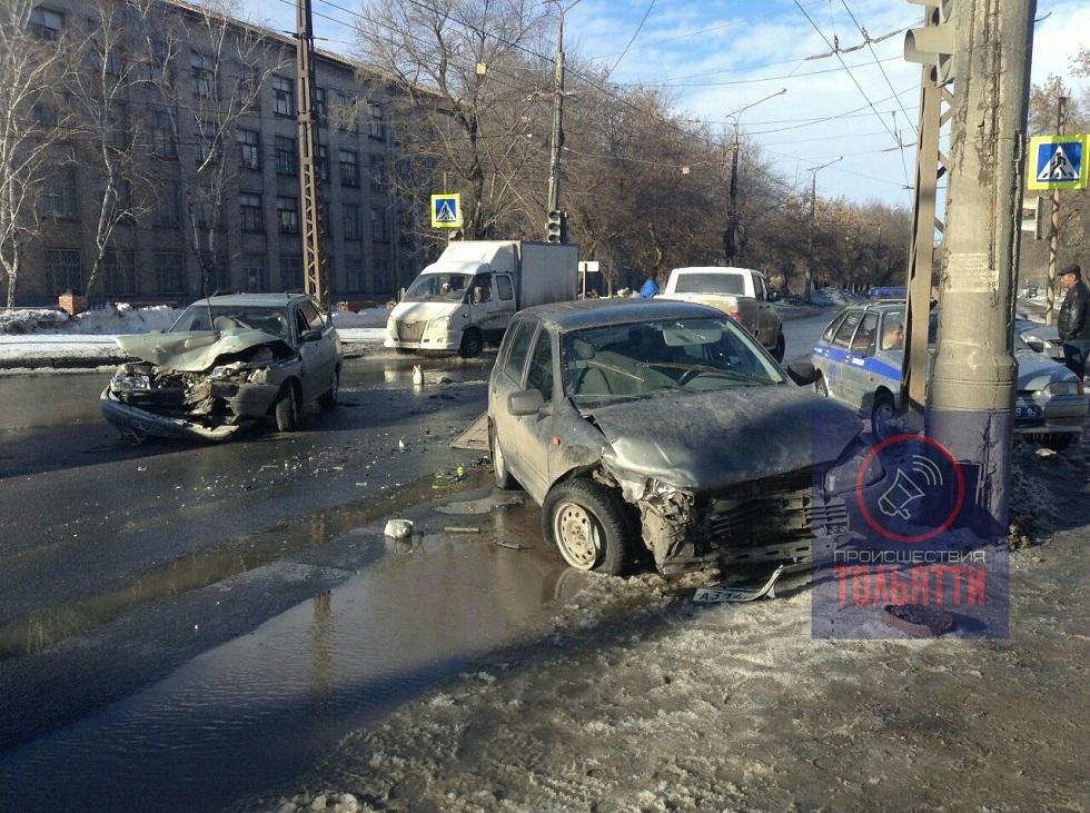 В Центральном районе в аварии двух «Лад» пострадали люди (фото)