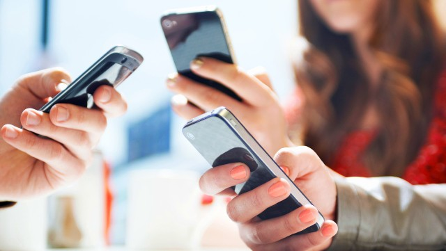 Во время ЕГЭ около школ телефоны перестанут ловить сеть