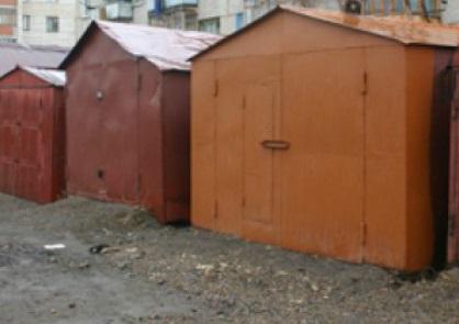 Тольяттинец разрезал горелкой чужой гараж, чтобы сдать цветмет