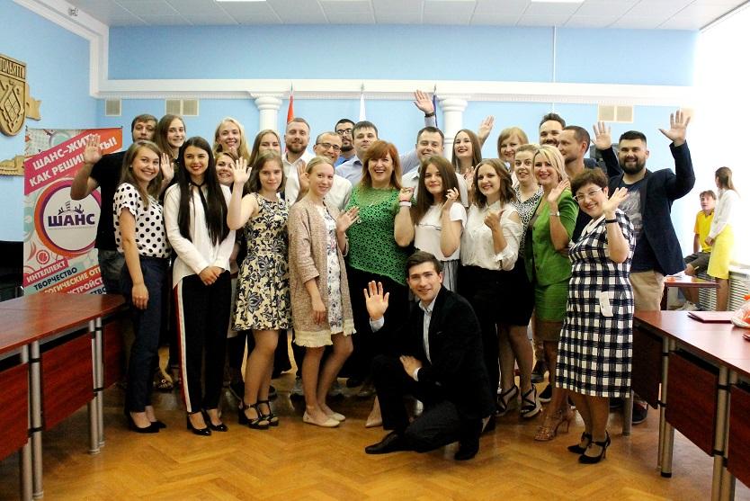 Молодые активисты получили награды в городской администрации