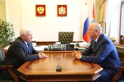 Николай Меркушкин и советник губернатора обсудили рекордный урожай зерна