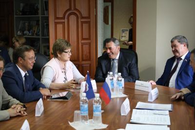 Тольяттинские парламентарии встретились с депутатом Госдумы РФ Леонидом Симановским