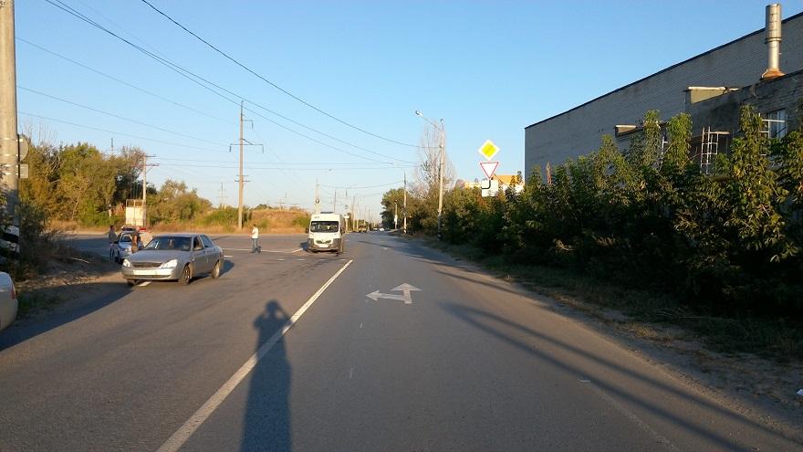 На улице Никонова водитель маршрутки устроил ДТП, в котором пострадал пассажир