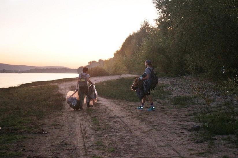 Волонтеры убрали мусор на прибрежной полосе Федоровских лугов