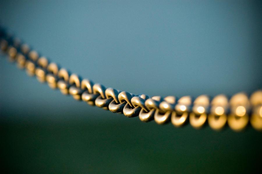 У тольяттинца на улице украли цепочку с крестиком стоимостью 80 тысяч рублей