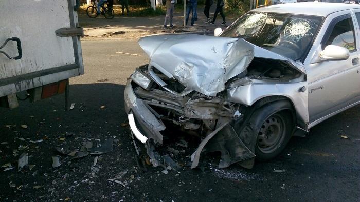 В Тольятти в аварии фургона и легковушки пострадал пассажир (фото)
