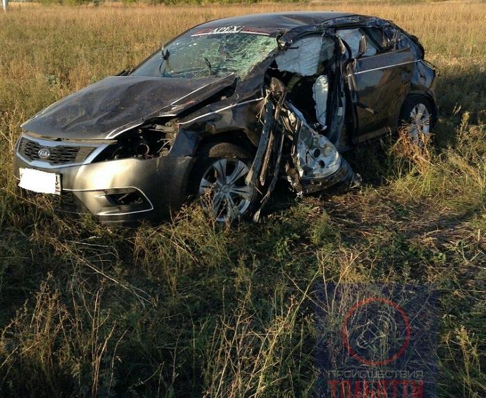 Под Тольятти иномарка врезалась в трактор. Есть пострадавший (фото)