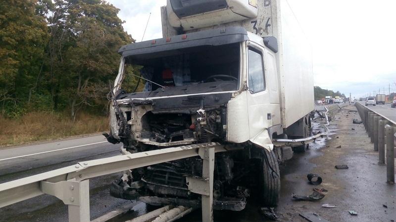 Под Тольятти на трассе М-5 фура снесла «Газель» дорожной службы (фото)