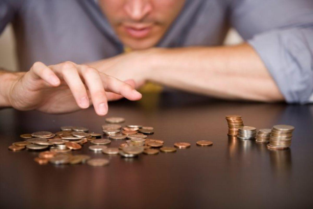 Жители России назвали уровень заработной платы награни бедности