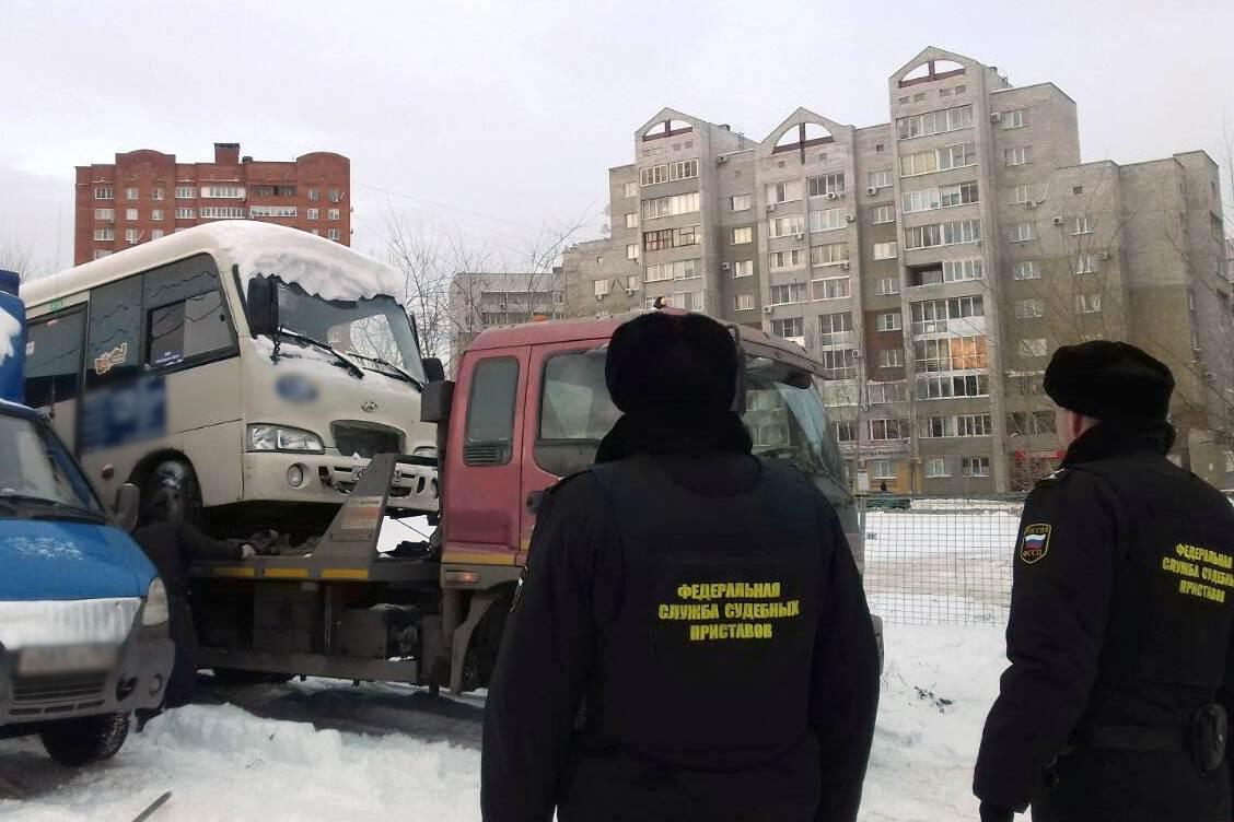 В Тольятти должник попытался продать чужой автобус, но покупатели оказались приставами