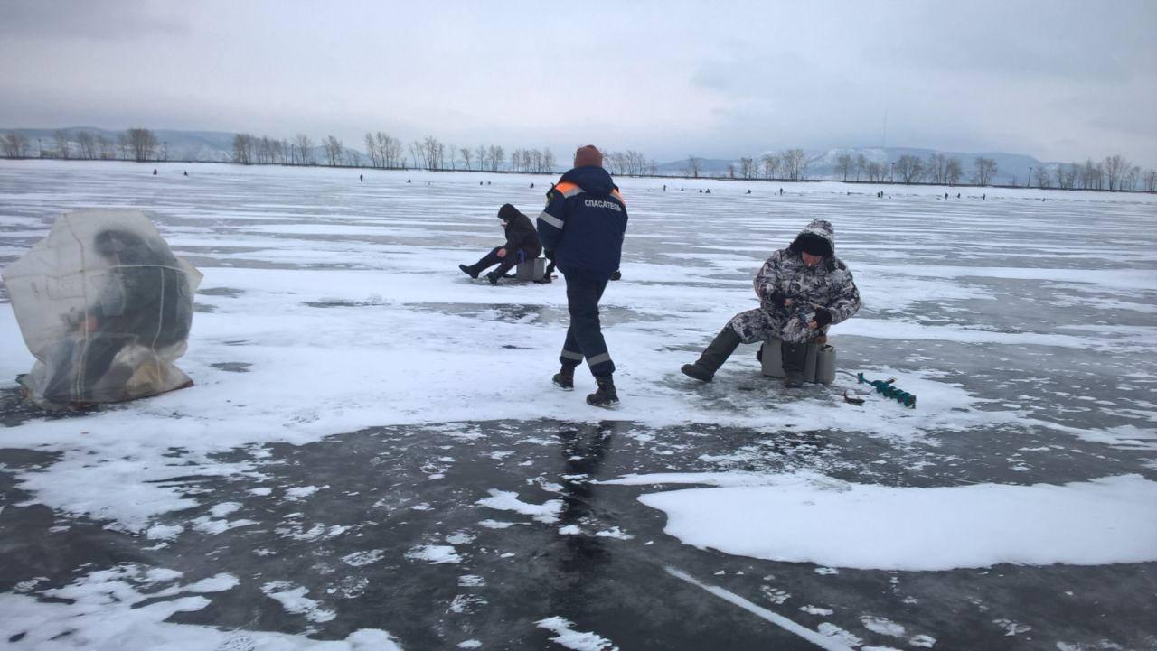 НаВолге уТольятти провалился снегоход ипострадал рыбак
