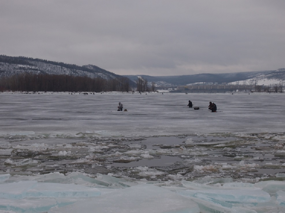 ВНижнем Новгороде рыбак провалился под лед наГребном канале