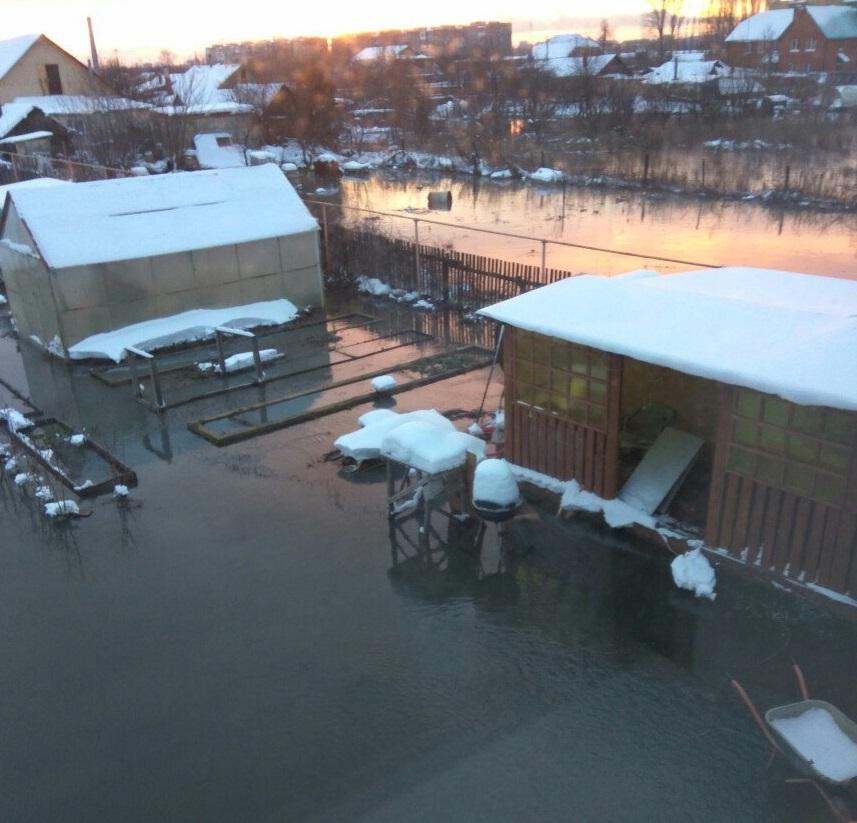 Ночью село под Тольятти затопило канализационными водами (фото, видео)
