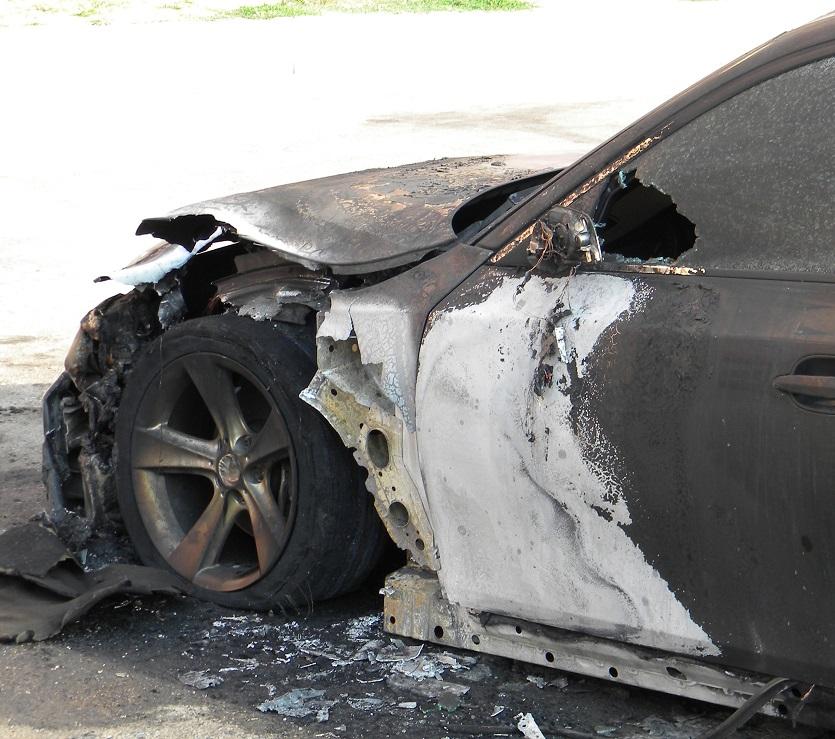 Ночью на улице Баныкина сгорел автомобиль
