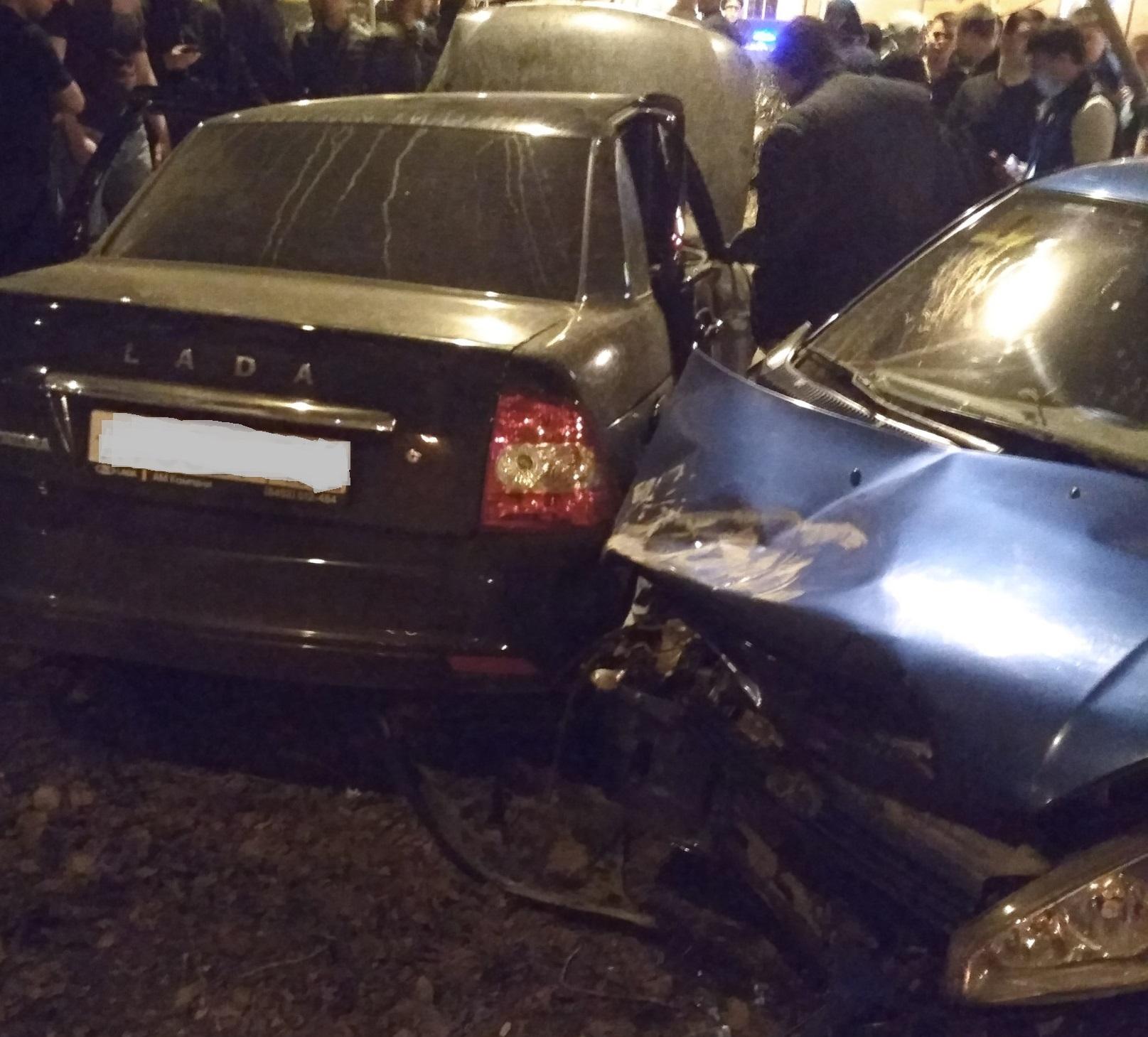 Опасный поворот: 5 человек пострадали при столкновении «Приоры» и«Калины» вТольятти
