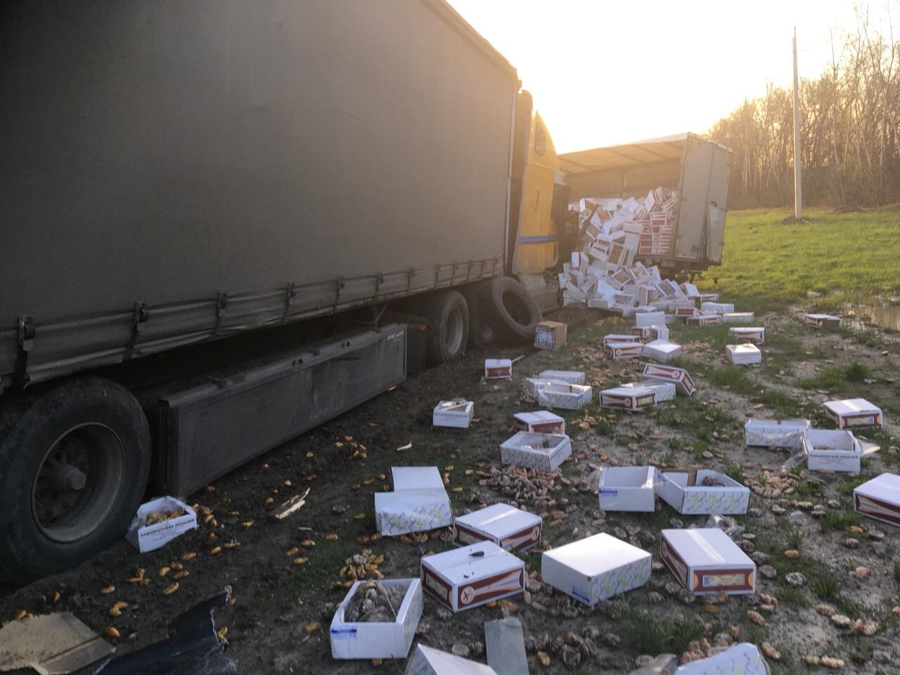 Пряники надороге: под Сызранью столкнулись 4 грузового автомобиля