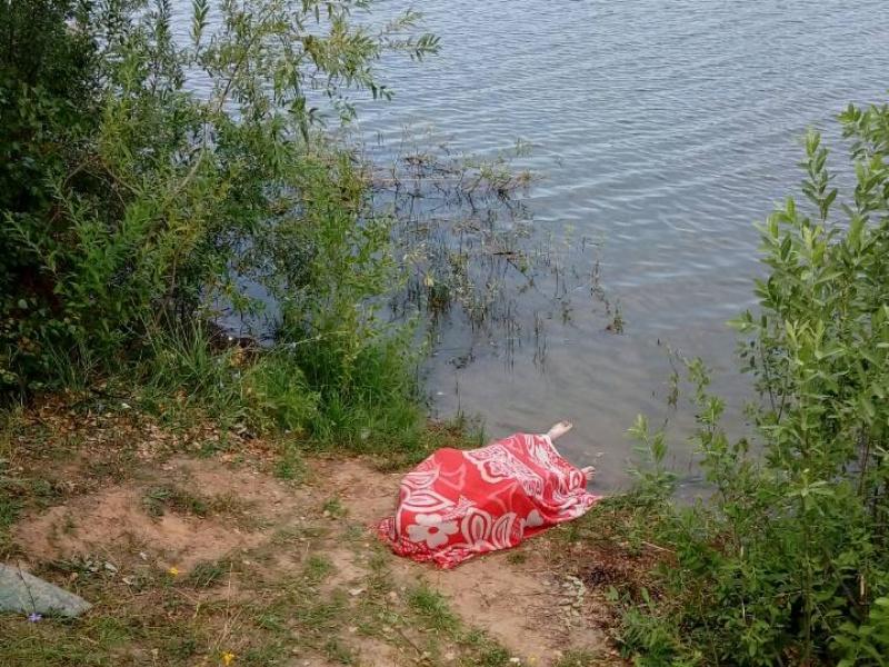 Под Тольятти в озере утонул рыбак
