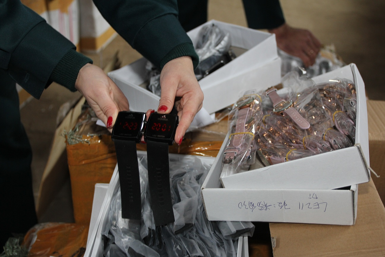 400 тысяч рублей за штуку: В Самарской области выявили крупную партию поддельных часов