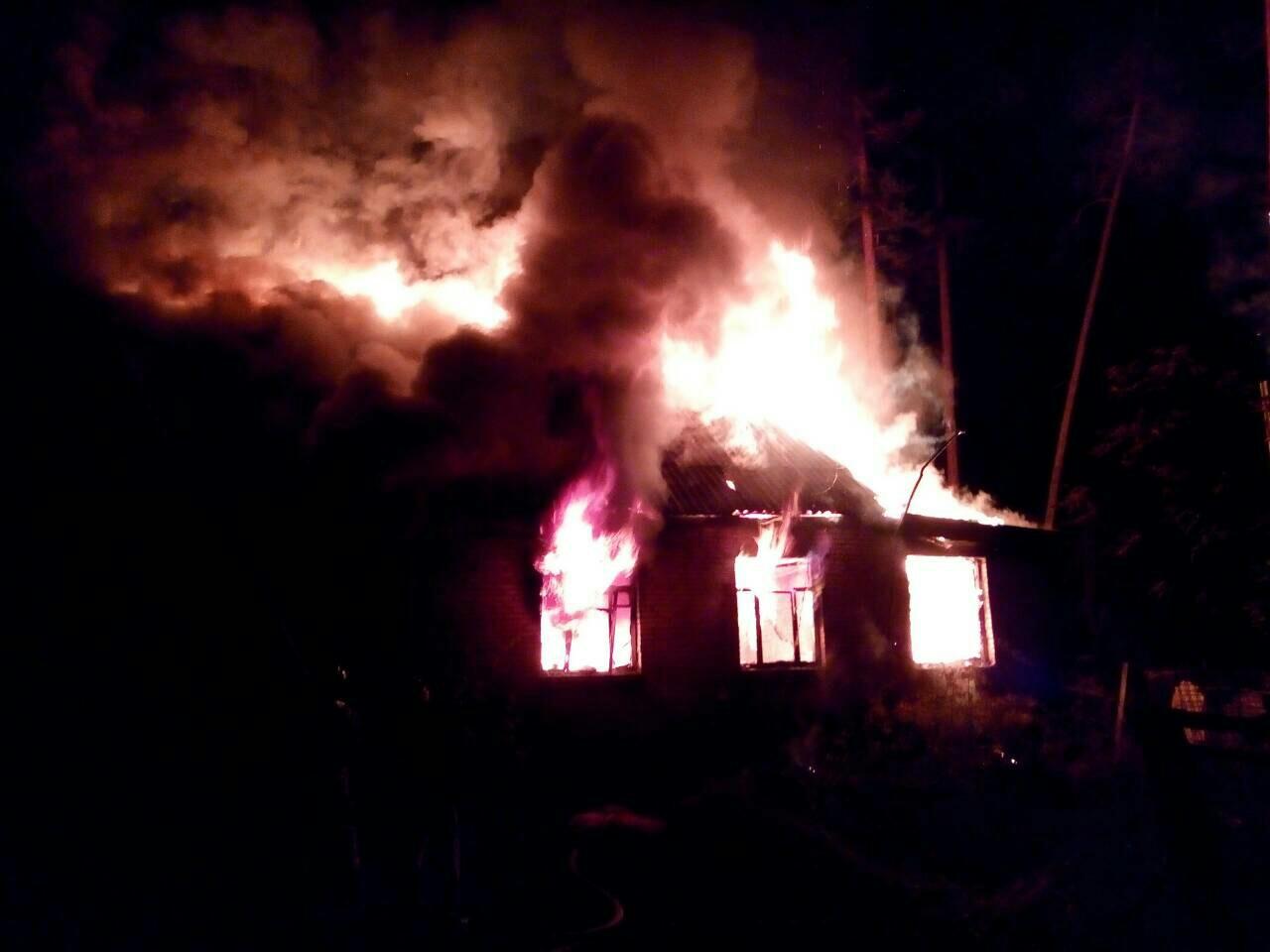 Ночью в Тольятти сгорел дом в санатории «Лесное». В нем проживало 6 семей