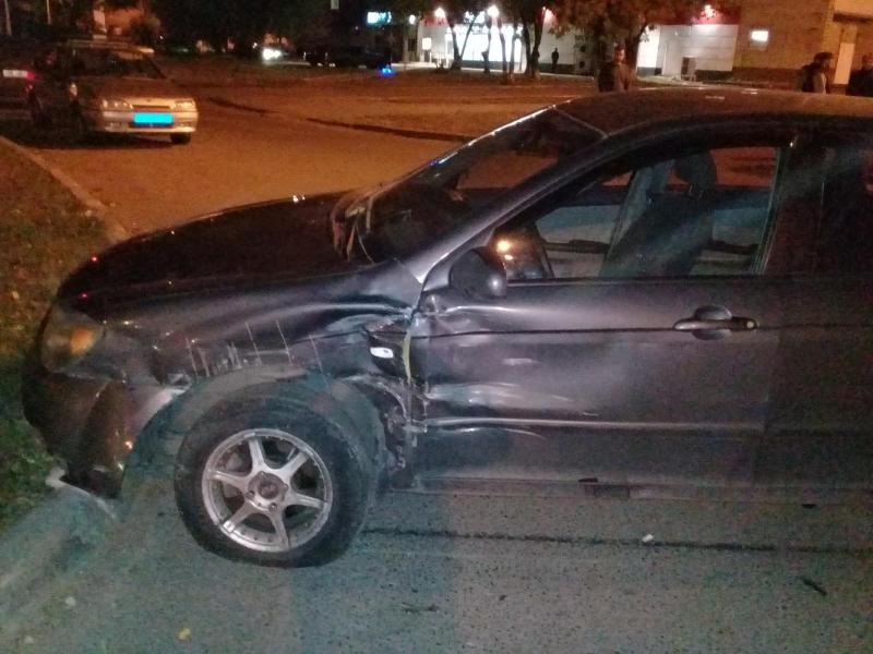 В Тольятти на перекрестке столкнулись «Лада» и «Киа». Водитель попал в больницу