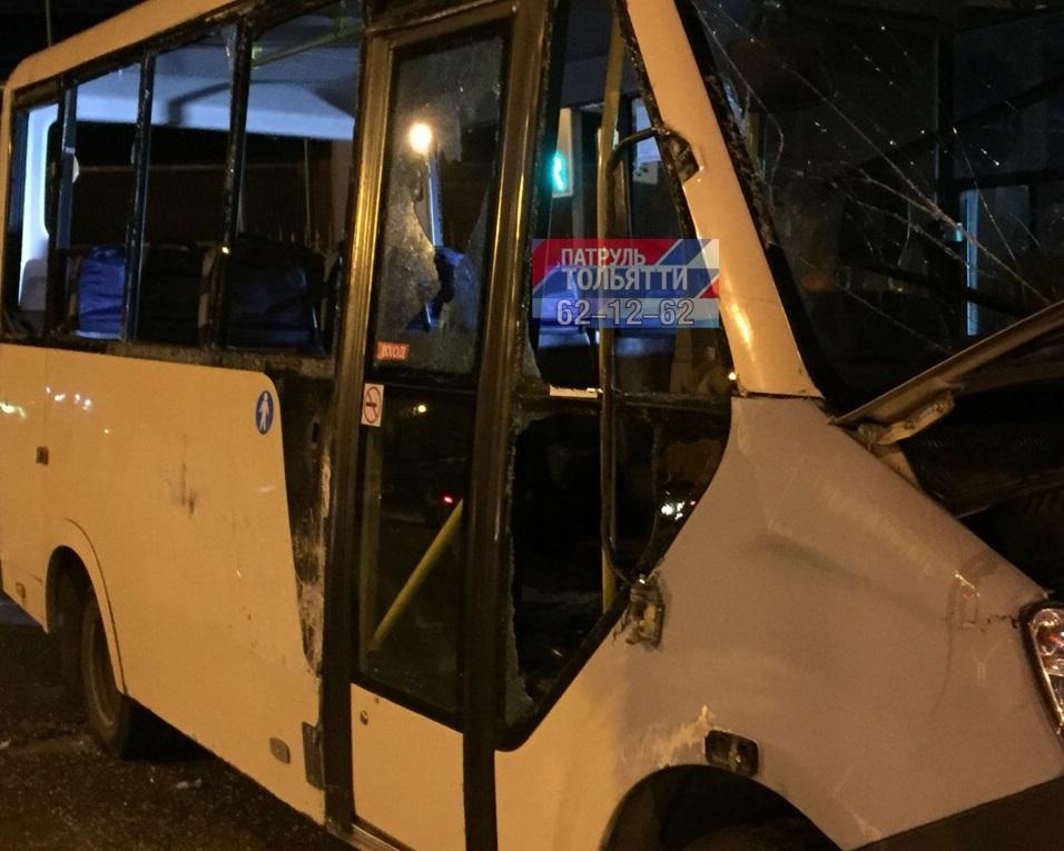 В Тольятти автобус на дороге перевернул маршрутку