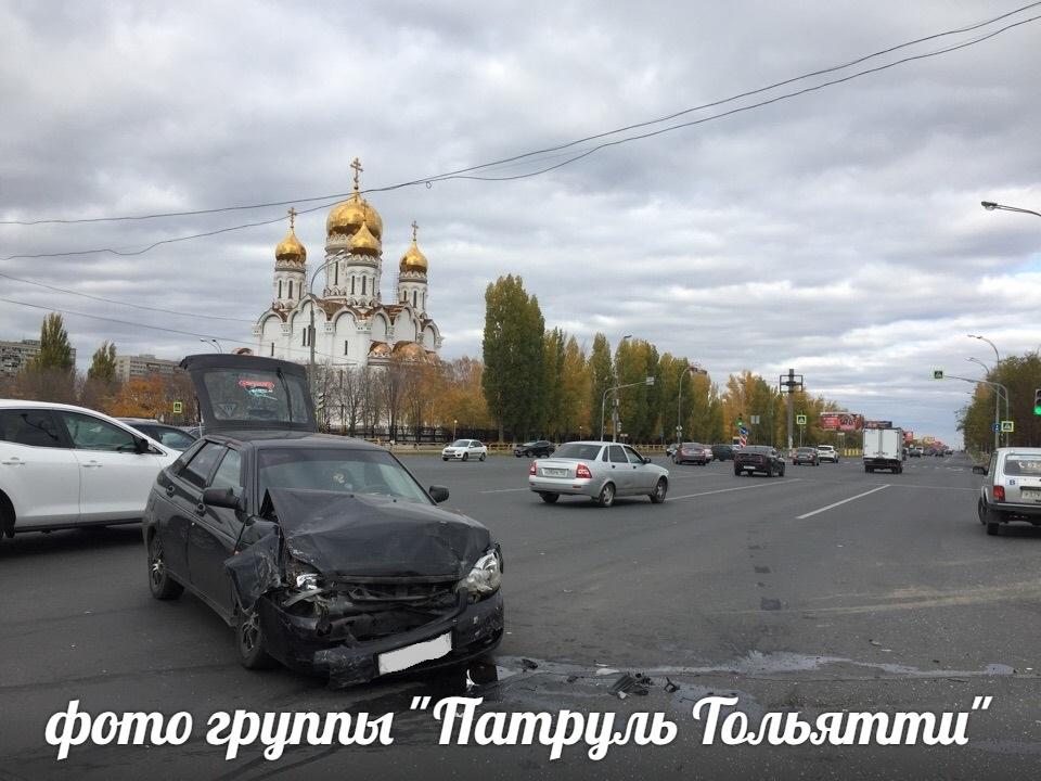 Два автомобиля попали в жесткое ДТП на перекрестке Юбилейной и Ленинского
