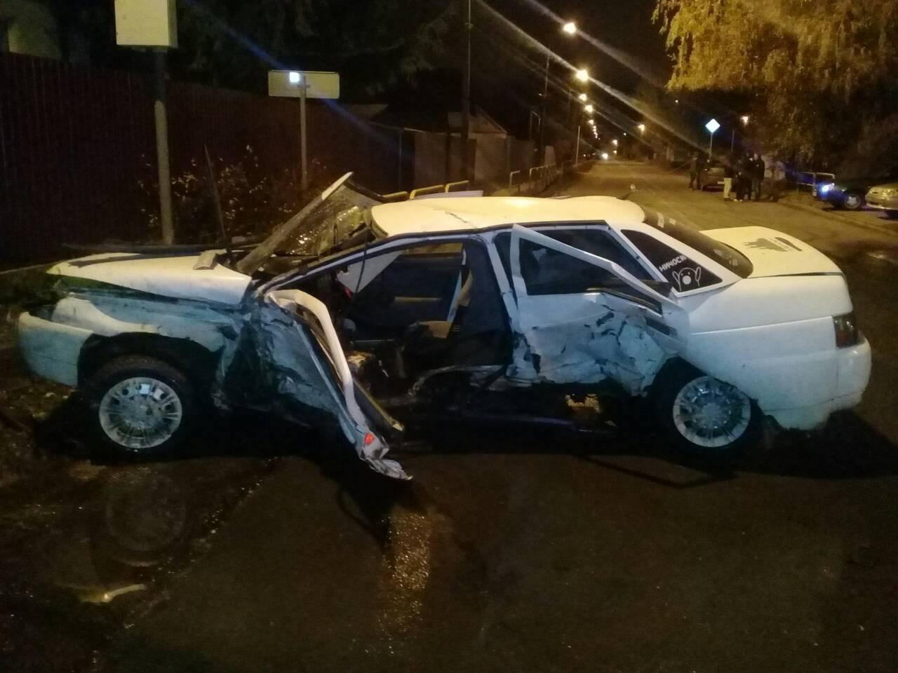 Машину сплющило: Молодой водитель устроил аварию в Тольятти
