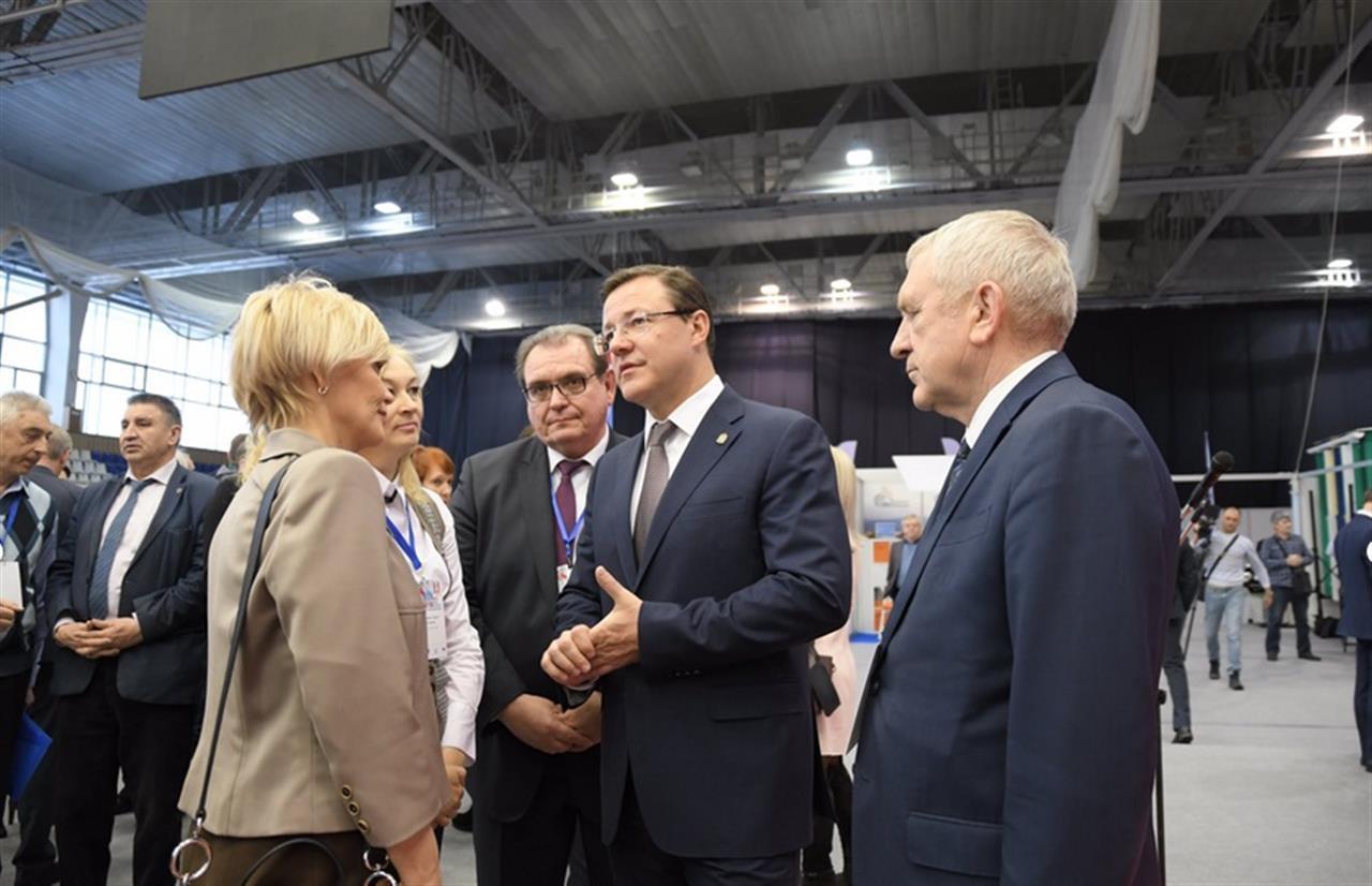 Дмитрий Азаров принял участие в форуме «Тольятти — город будущего»