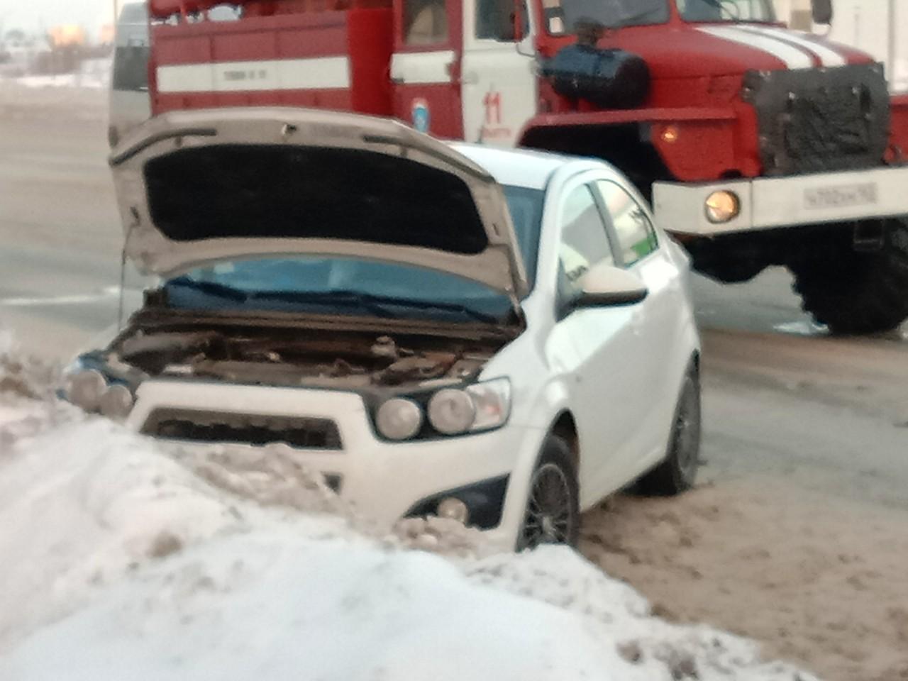 Зажало в салоне: На Южном шоссе столкнулись встречные автомобили