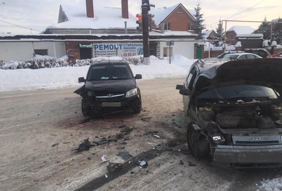 В Тольятти в аварии «Калины» и «Гранты» пострадал пенсионер
