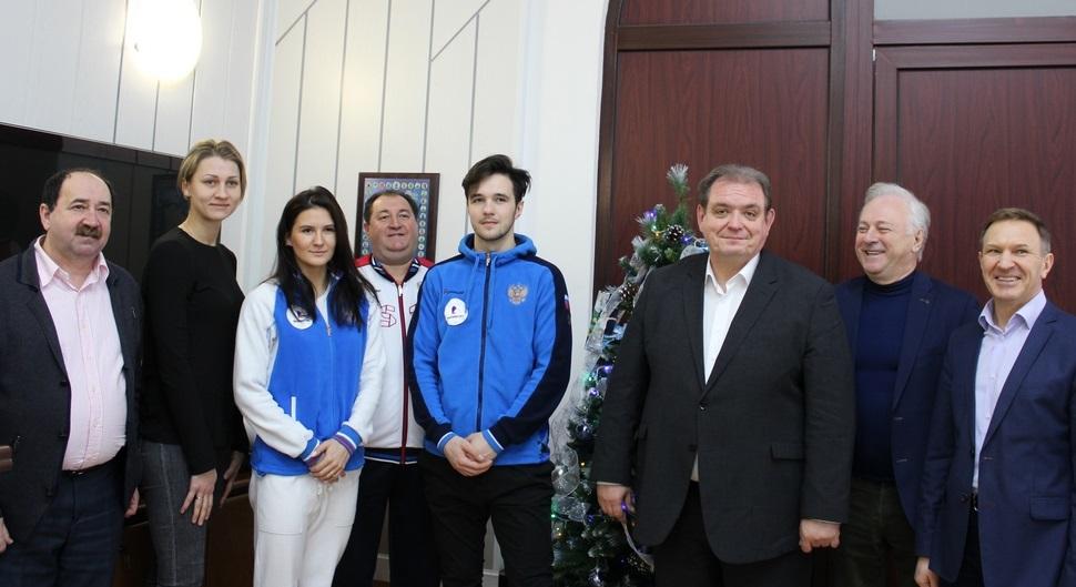 Сергей Анташев встретился со звездными фигуристами из Тольятти