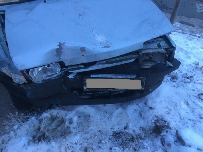 В Тольятти мужчина на «Ладе» врезался в автобус с 20 пассажирами