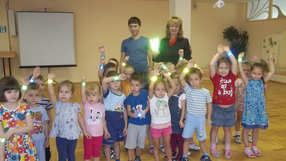 Детей могут обязать носить светоотражающие элементы на одежде в городе