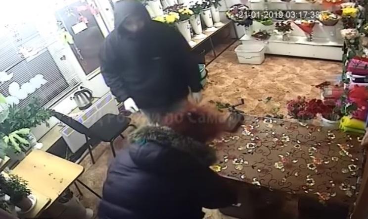 Полицейские поймали тольяттинца, ограбившего с ножом павильон цветов