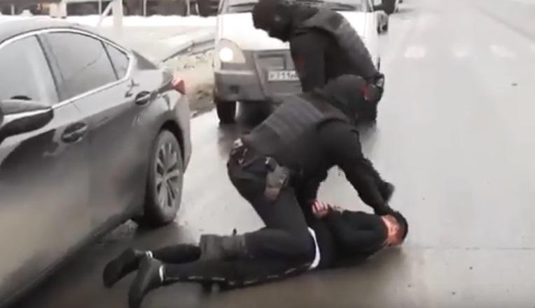 На видео попало жесткое задержание организаторов незаконной миграции в Самарской области
