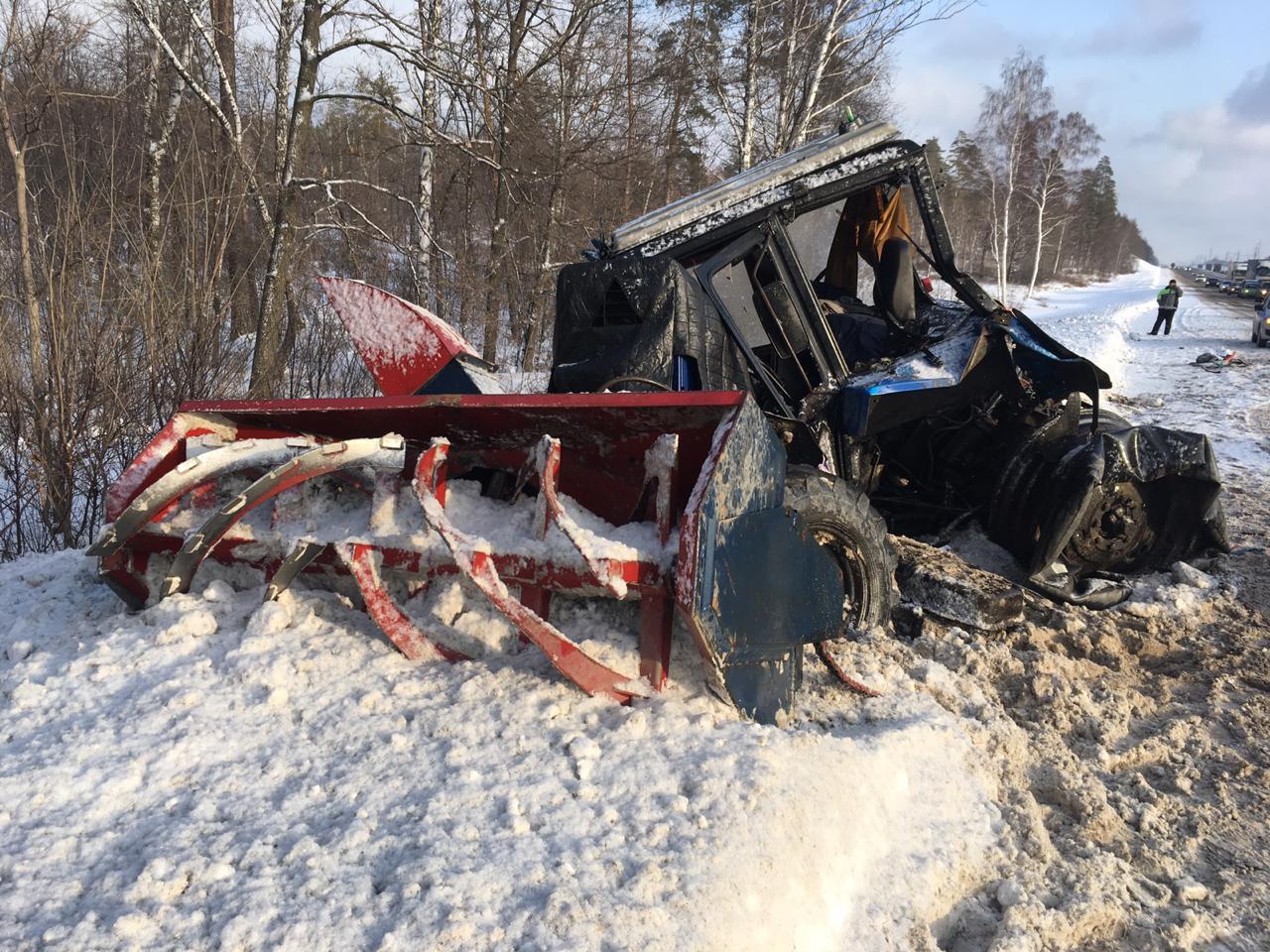 На М-5 под Тольятти тягач врезался в трактор